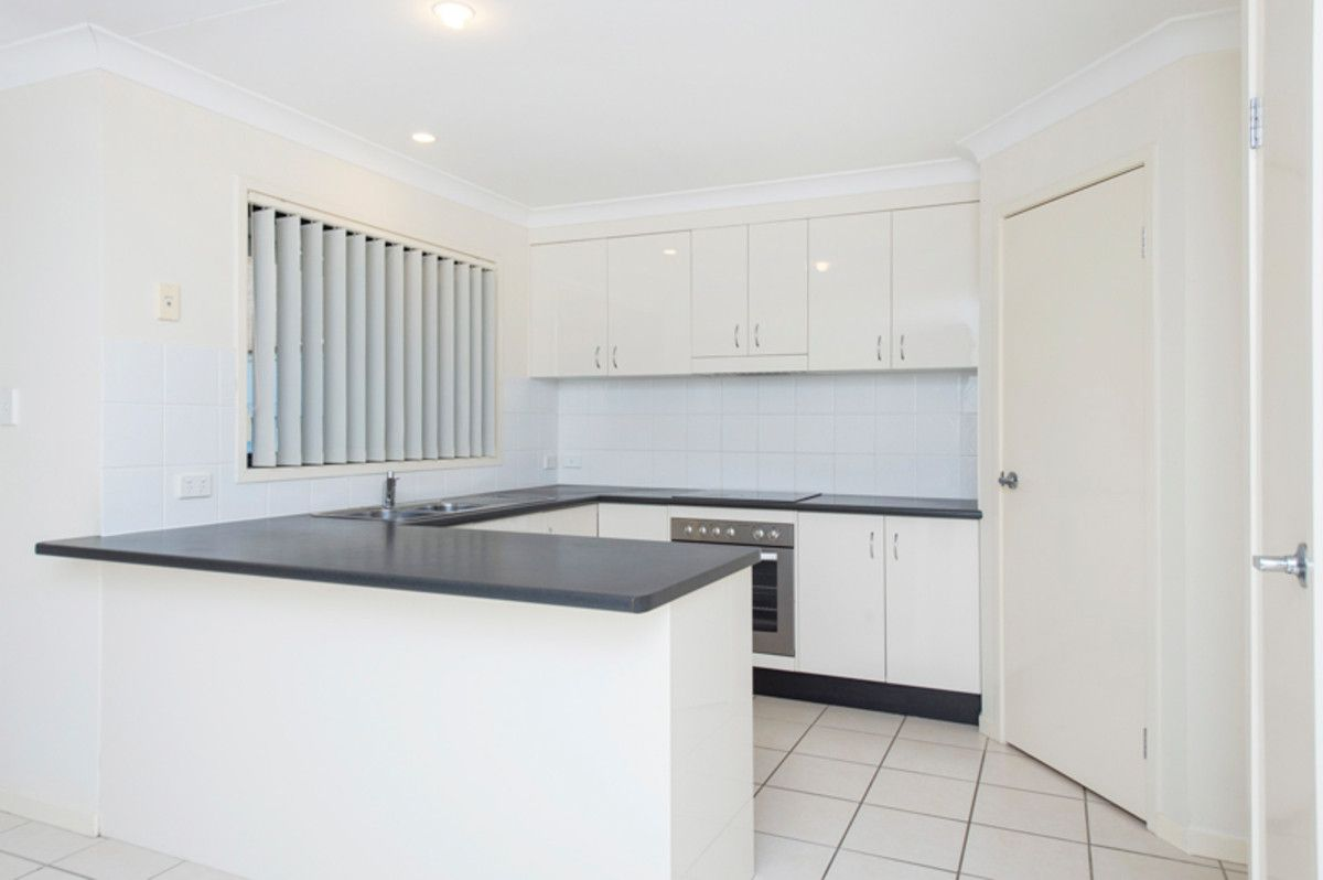 5 Burr Court, Pacific Pines QLD 4211, Image 2