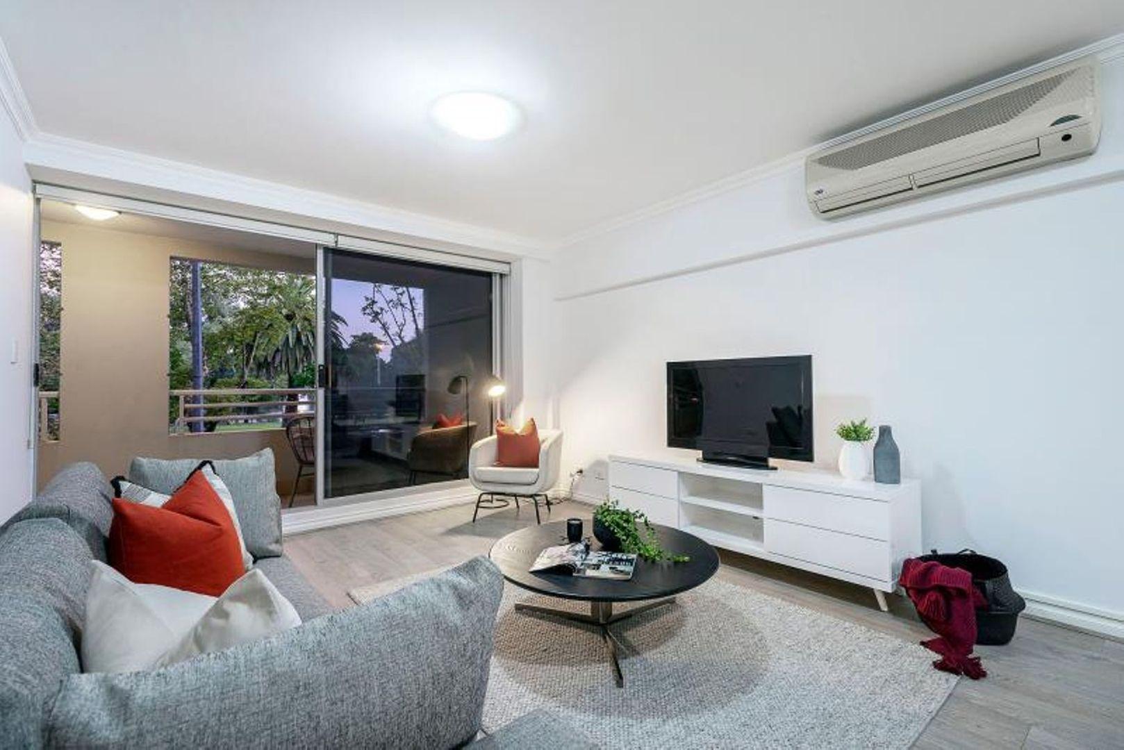 2/134 Mounts Bay Road, Perth WA 6000, Image 2