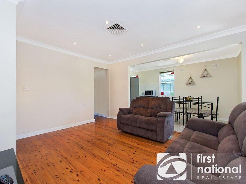 14 Fitzgerald Cres, Blackett NSW 2770, Image 2