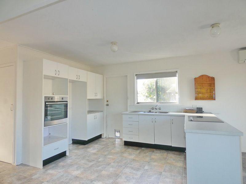 8 Maple Street, Kingston QLD 4114, Image 2