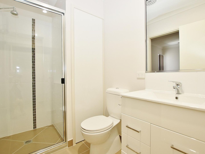2/8 Wandal Road, Wandal QLD 4700, Image 1