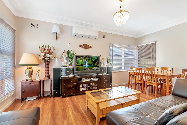 25 Hinkler Street, Smithfield NSW 2164, Image 2