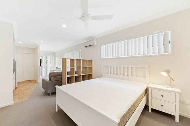 Picture of 16 Iris Street, HOLLAND PARK WEST QLD 4121