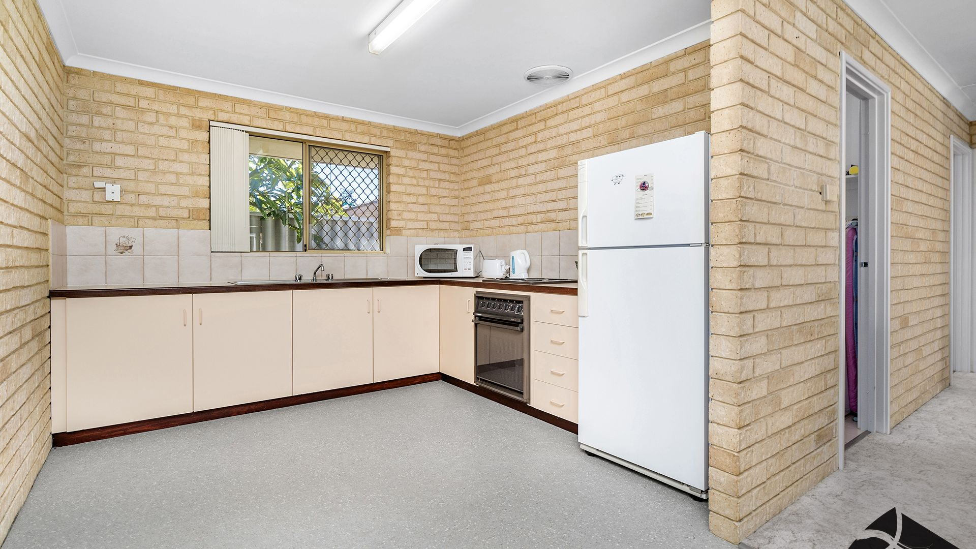 2/69 Railway Street, Bluff Point WA 6530, Image 2