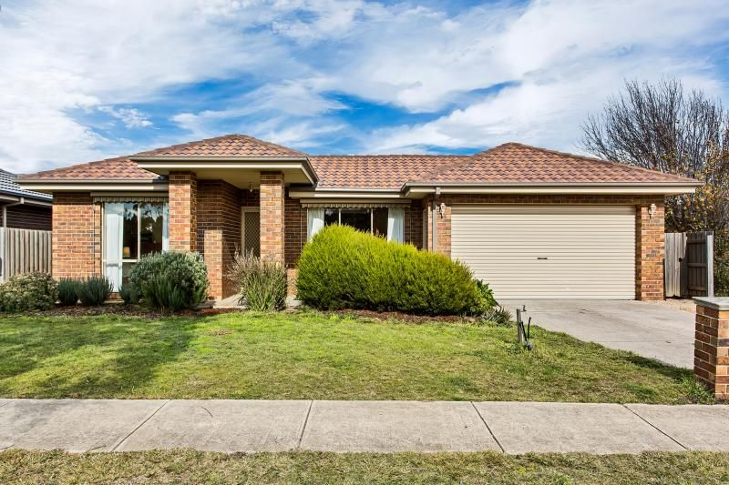 16 Black Avenue, Gisborne VIC 3437, Image 0