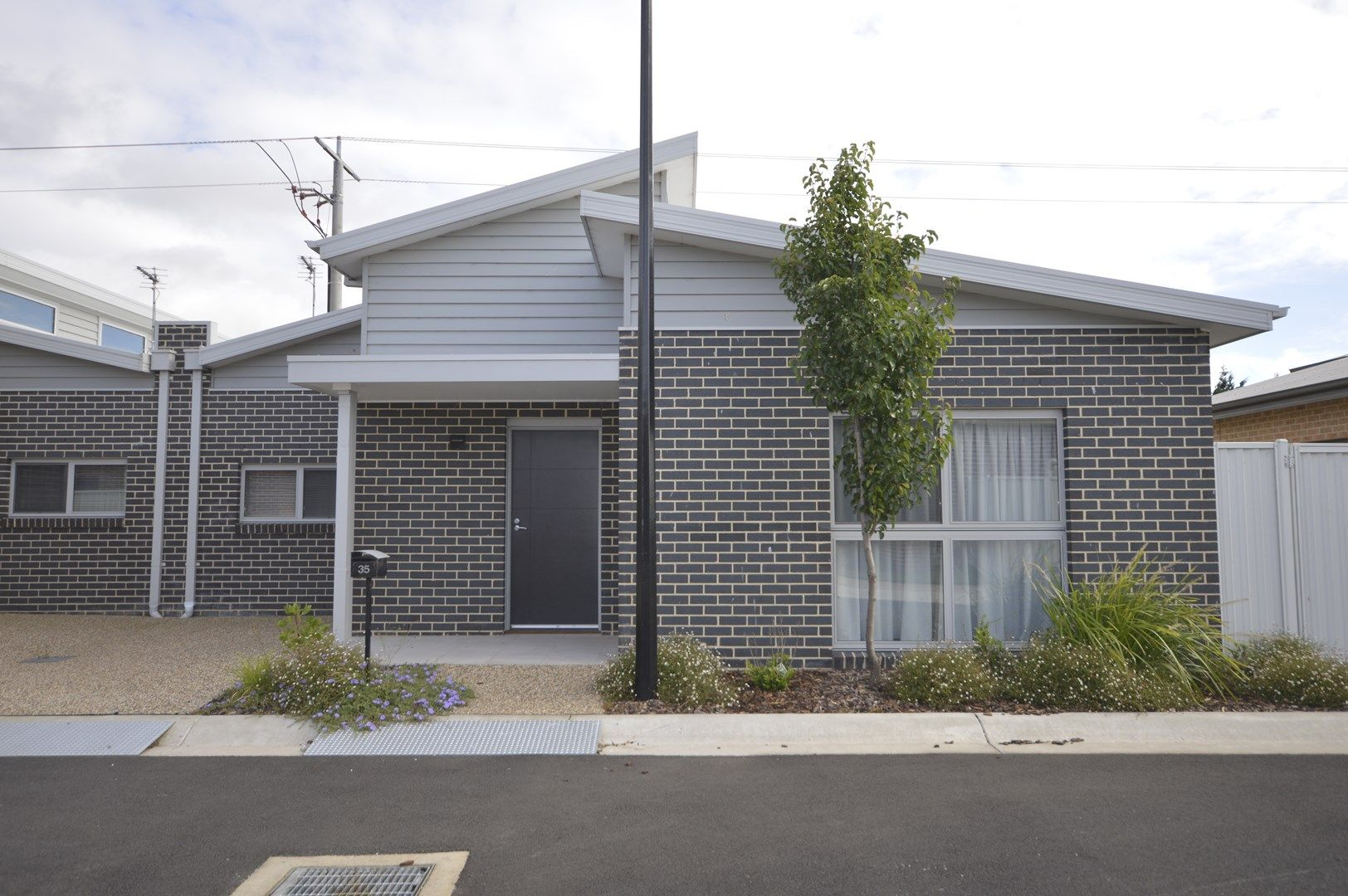 Large 2 Bdrm Unit/83 Marshalls Road, Traralgon VIC 3844, Image 0