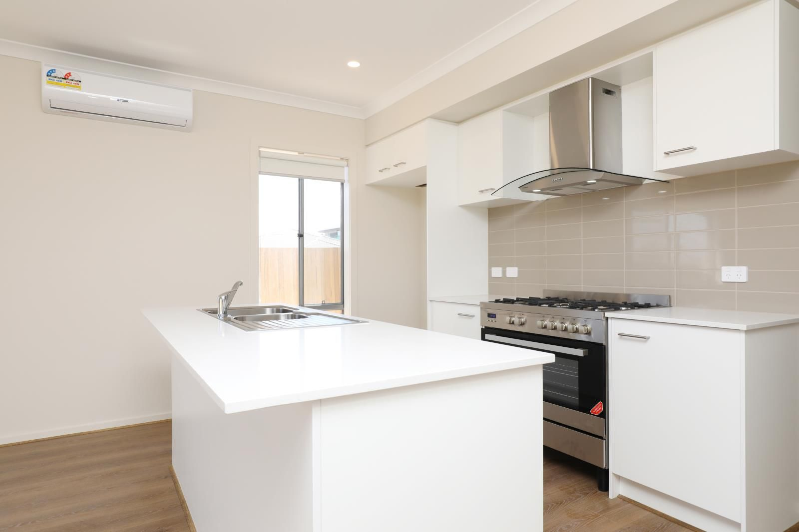 6 Bluegrass Way, Diggers Rest VIC 3427, Image 2