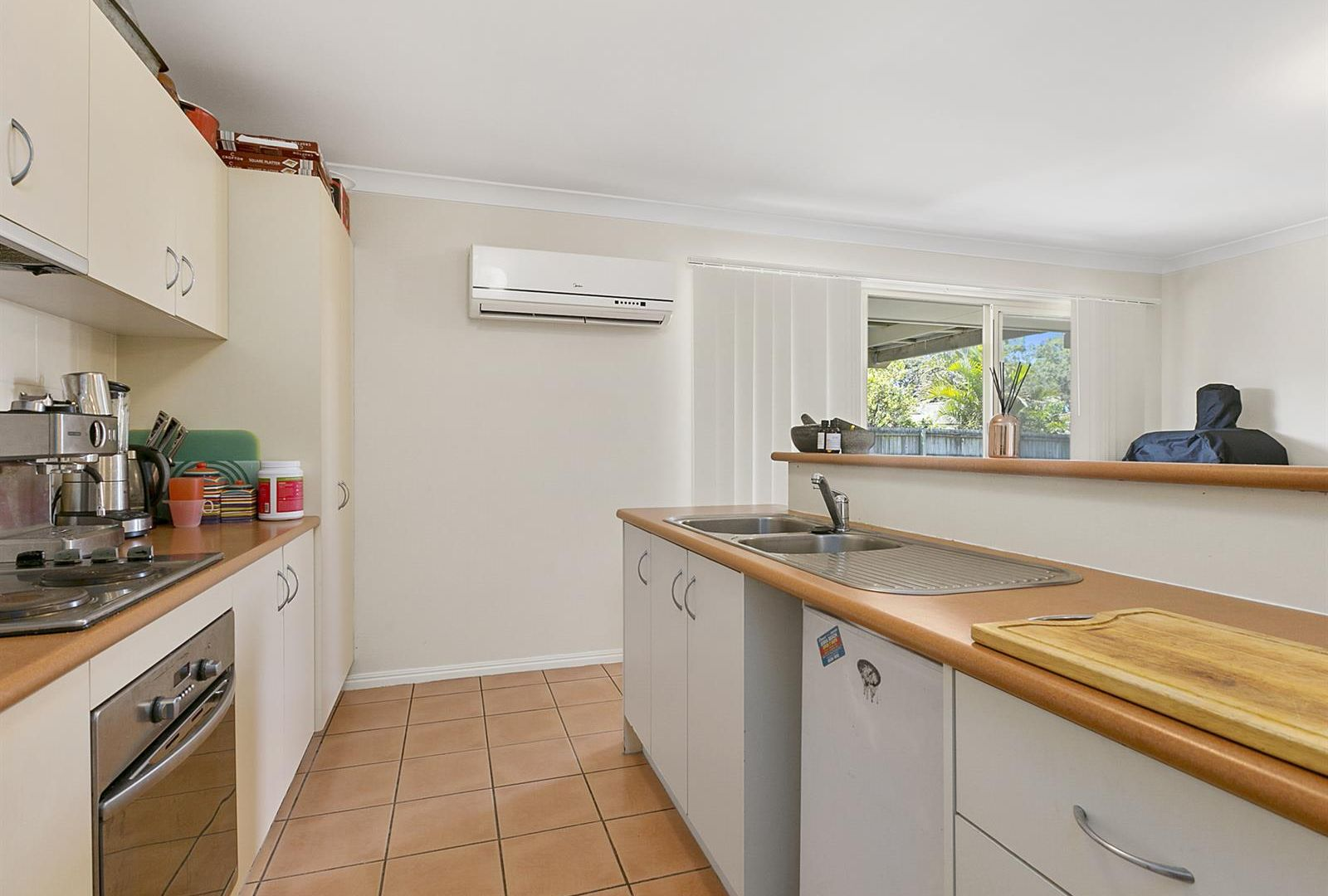 1 Carabbean Close, Wynnum West QLD 4178, Image 1