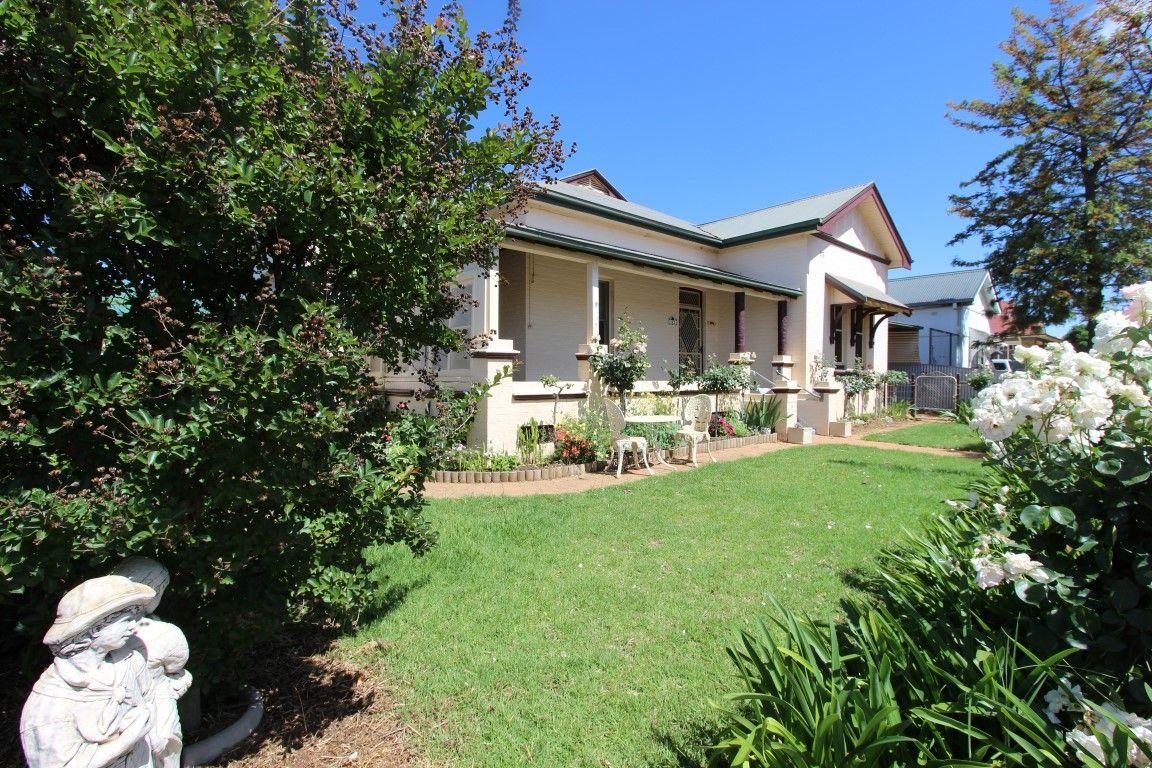 142 Aurora Street, Temora NSW 2666, Image 2