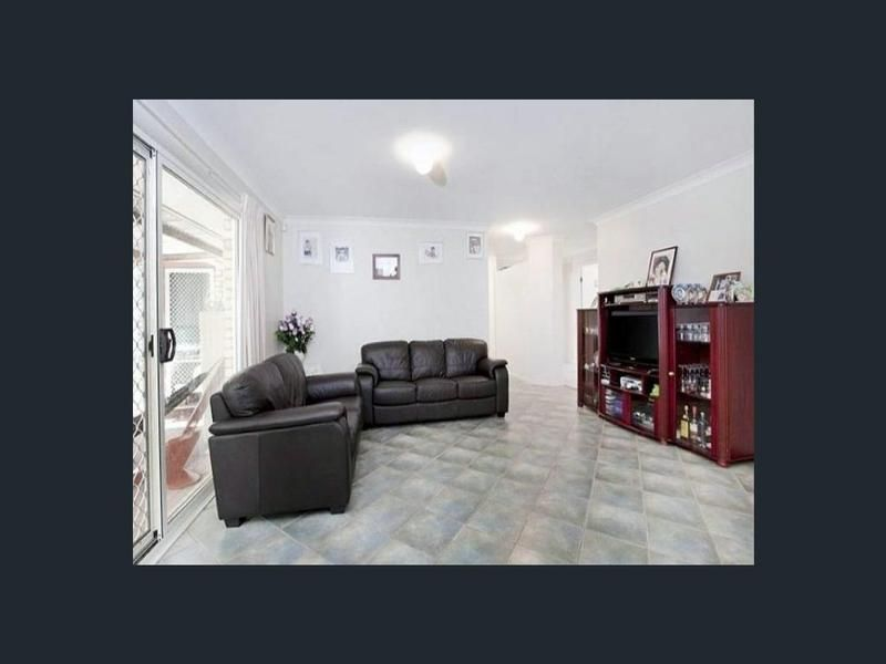 21 Emerald Place, Runcorn QLD 4113, Image 2