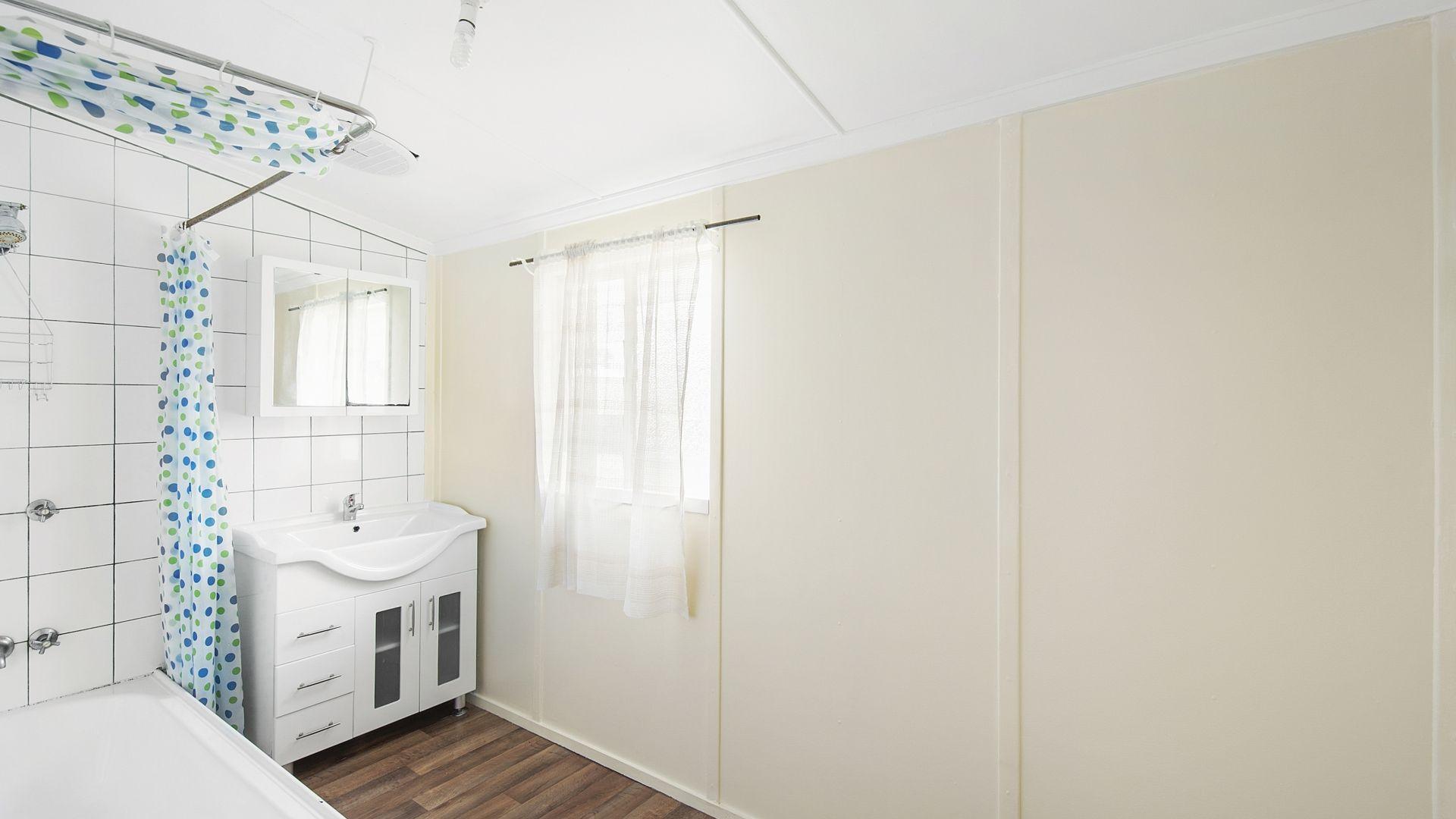 102 Elizabeth Avenue, Clontarf QLD 4019, Image 2