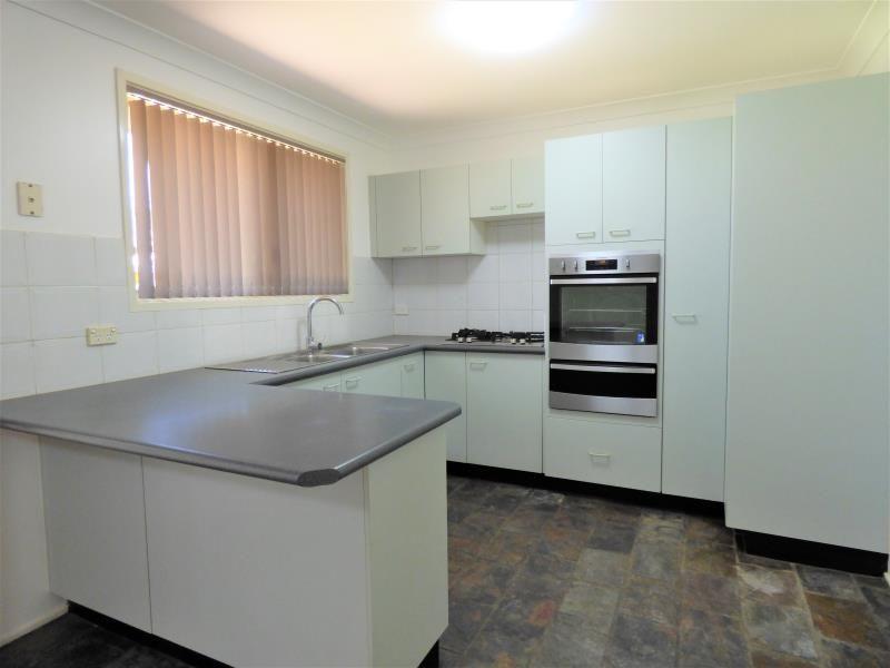 8 Pardalote Place, Glenmore Park NSW 2745, Image 1