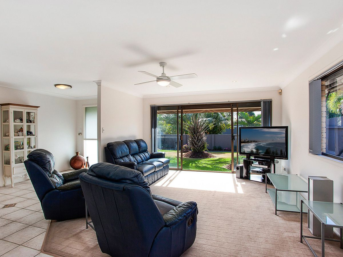 38 Honeyeater Drive, Burleigh Waters QLD 4220, Image 2
