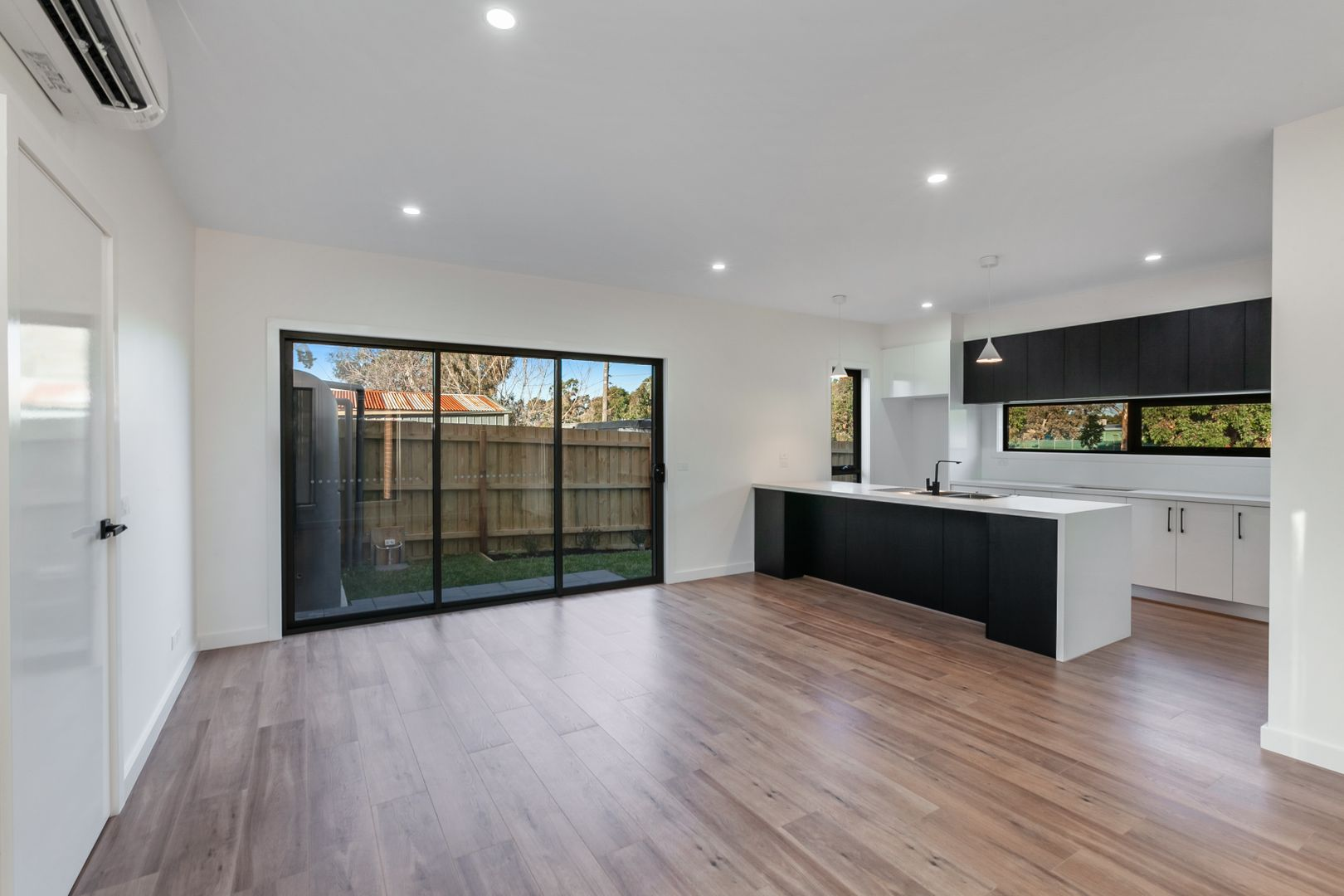 3/4 Clements Grove, Reservoir VIC 3073, Image 0