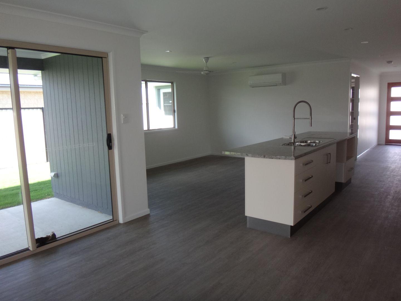 9 Costello Court, Emerald QLD 4720, Image 2