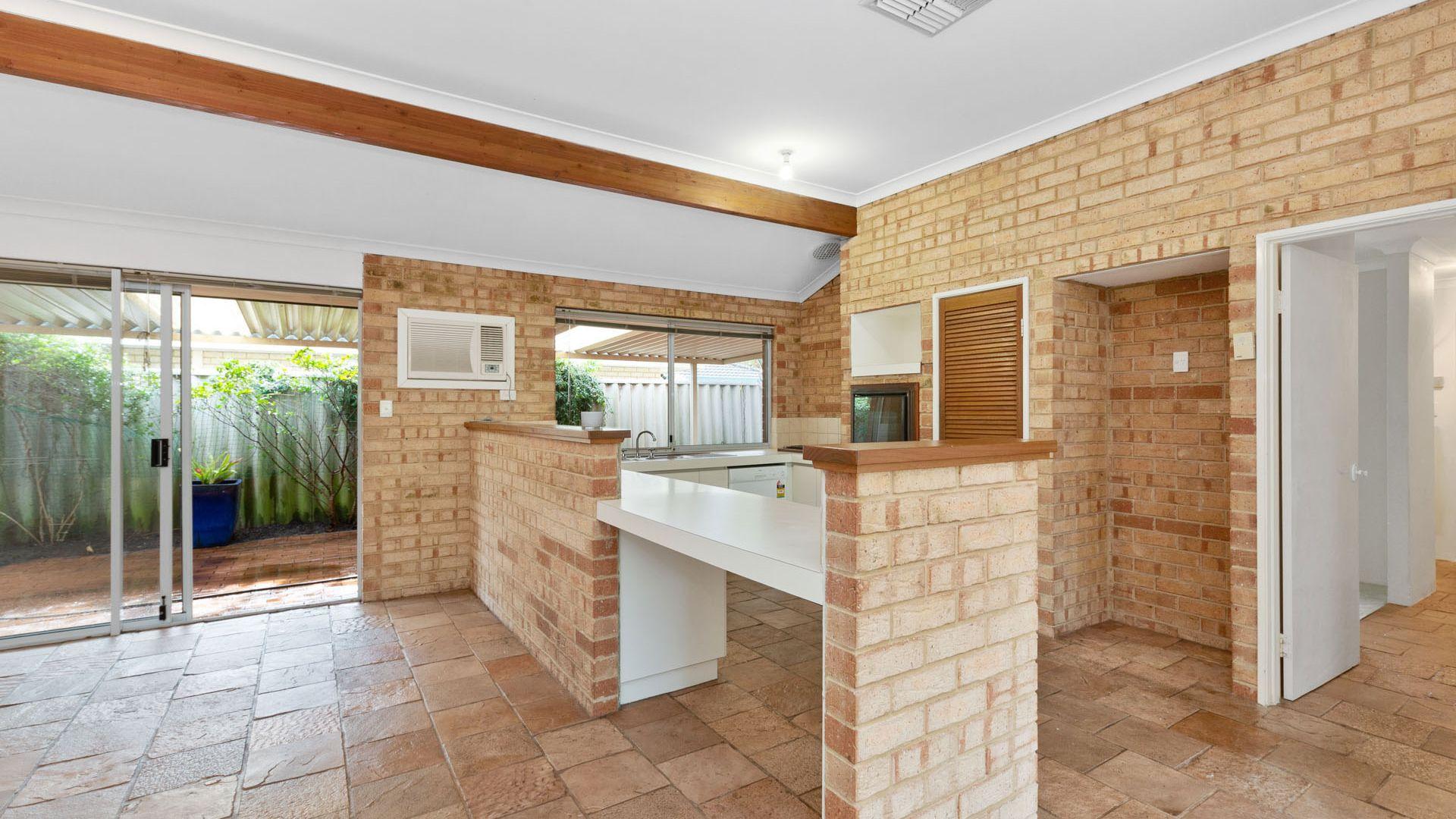 11 Stuart Court, Bateman WA 6150, Image 1