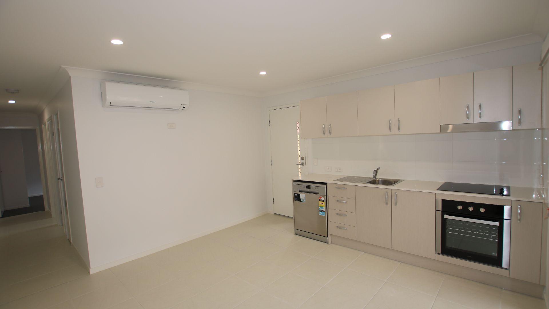 2/16 Ryrie Court, Park Ridge QLD 4125, Image 2