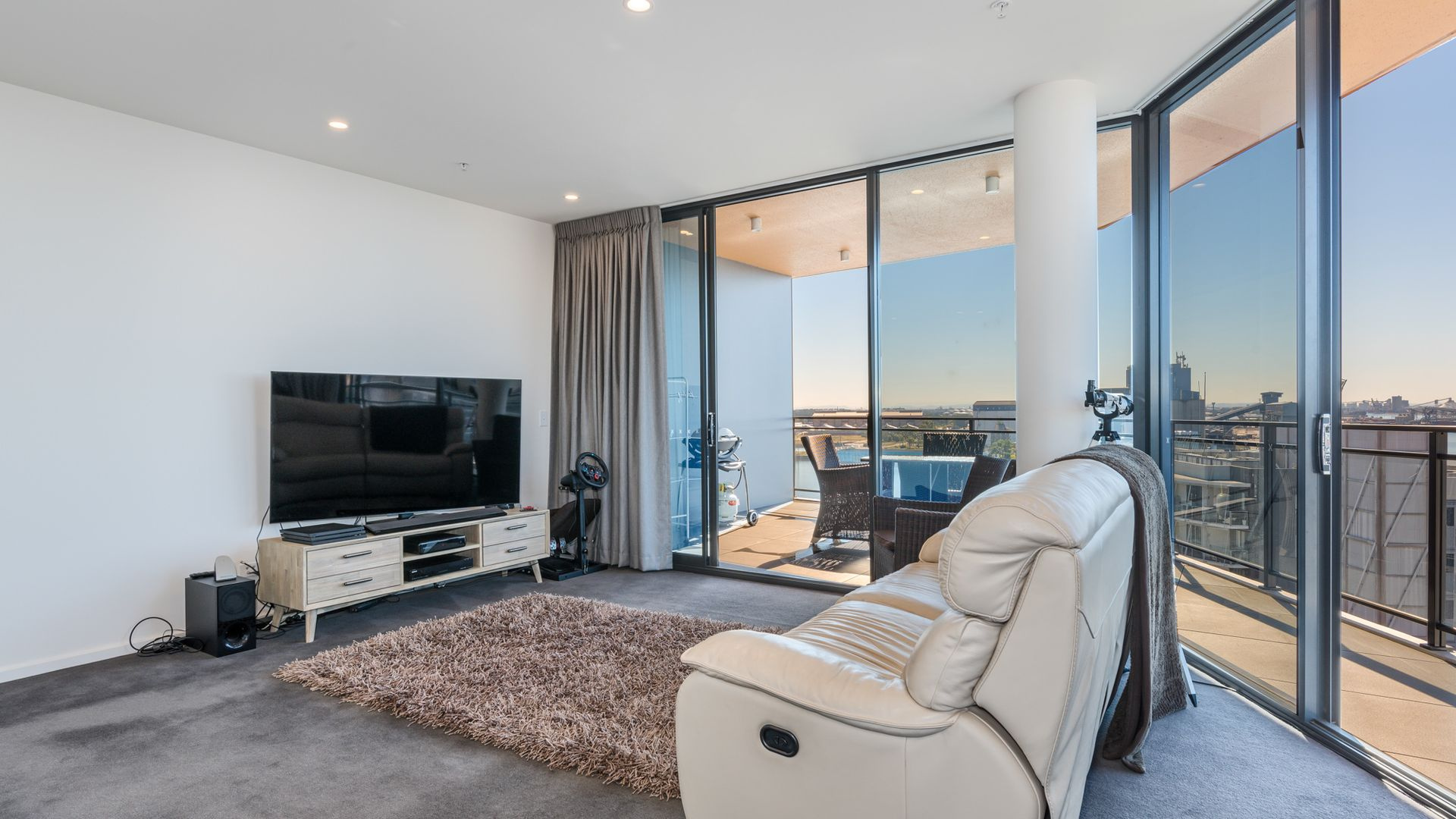 906/10 Worth Place, Newcastle NSW 2300, Image 2