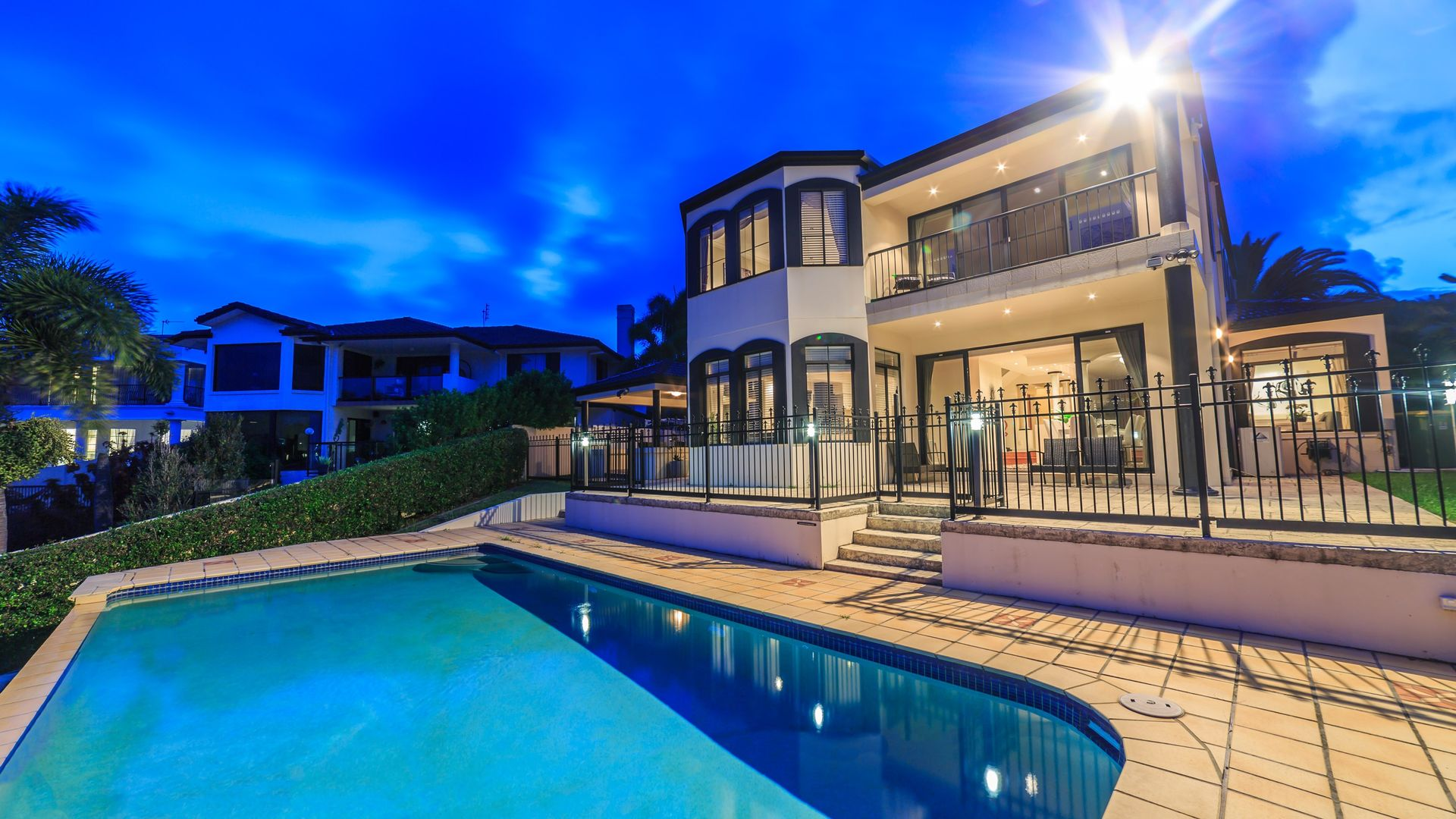 30 Istana View, Clear Island Waters QLD 4226, Image 2