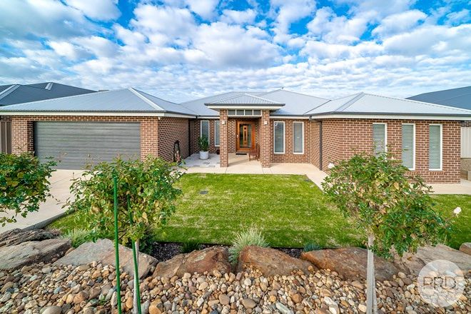 Picture of 11 Whitten Avenue, BOOROOMA NSW 2650