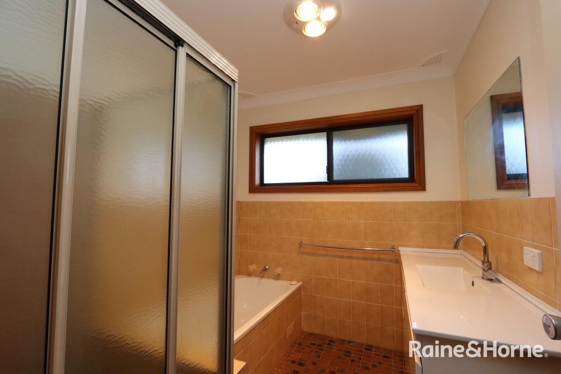 8 Hughes Street, Bathurst NSW 2795, Image 2