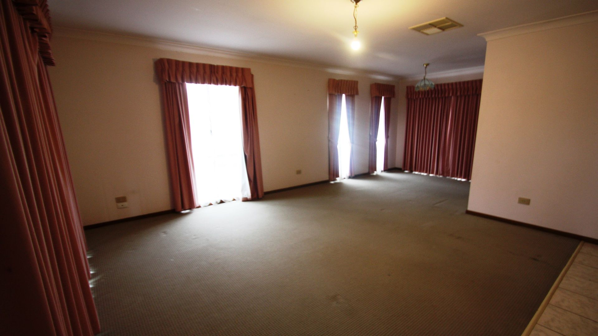4 Jannali Place, Glenfield Park NSW 2650, Image 1