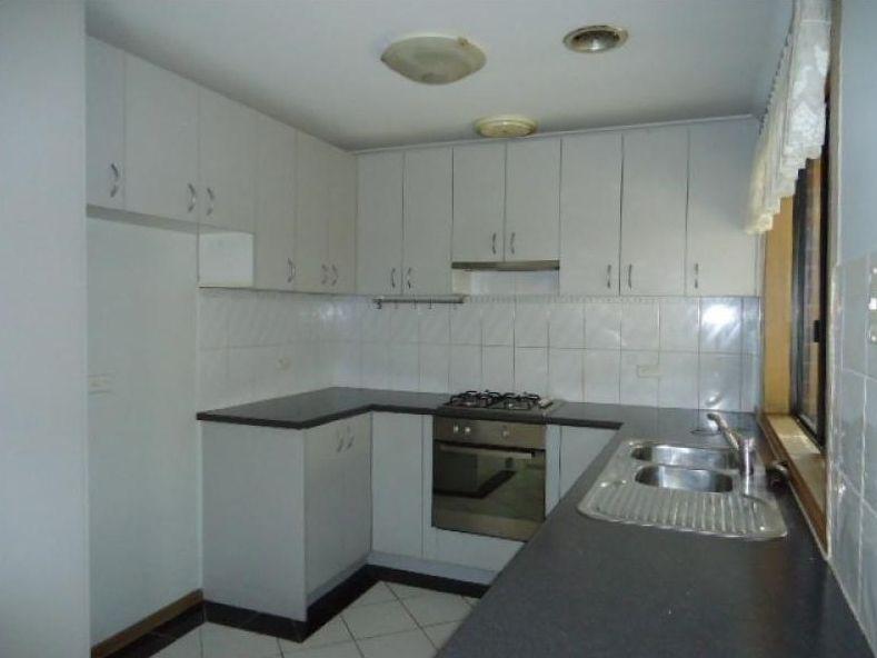 15 Scarborough Avenue, Cranbourne West VIC 3977, Image 1