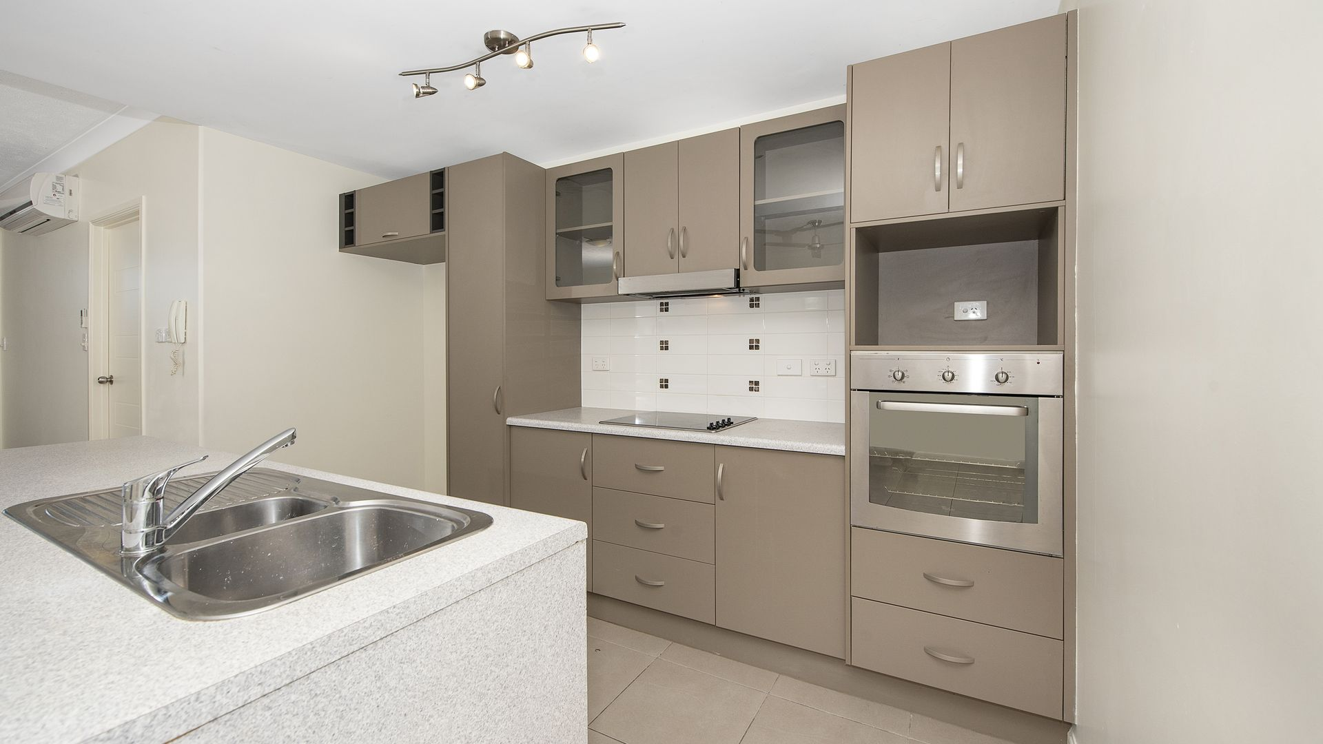 66/111 Bowen Road, Rosslea QLD 4812, Image 1