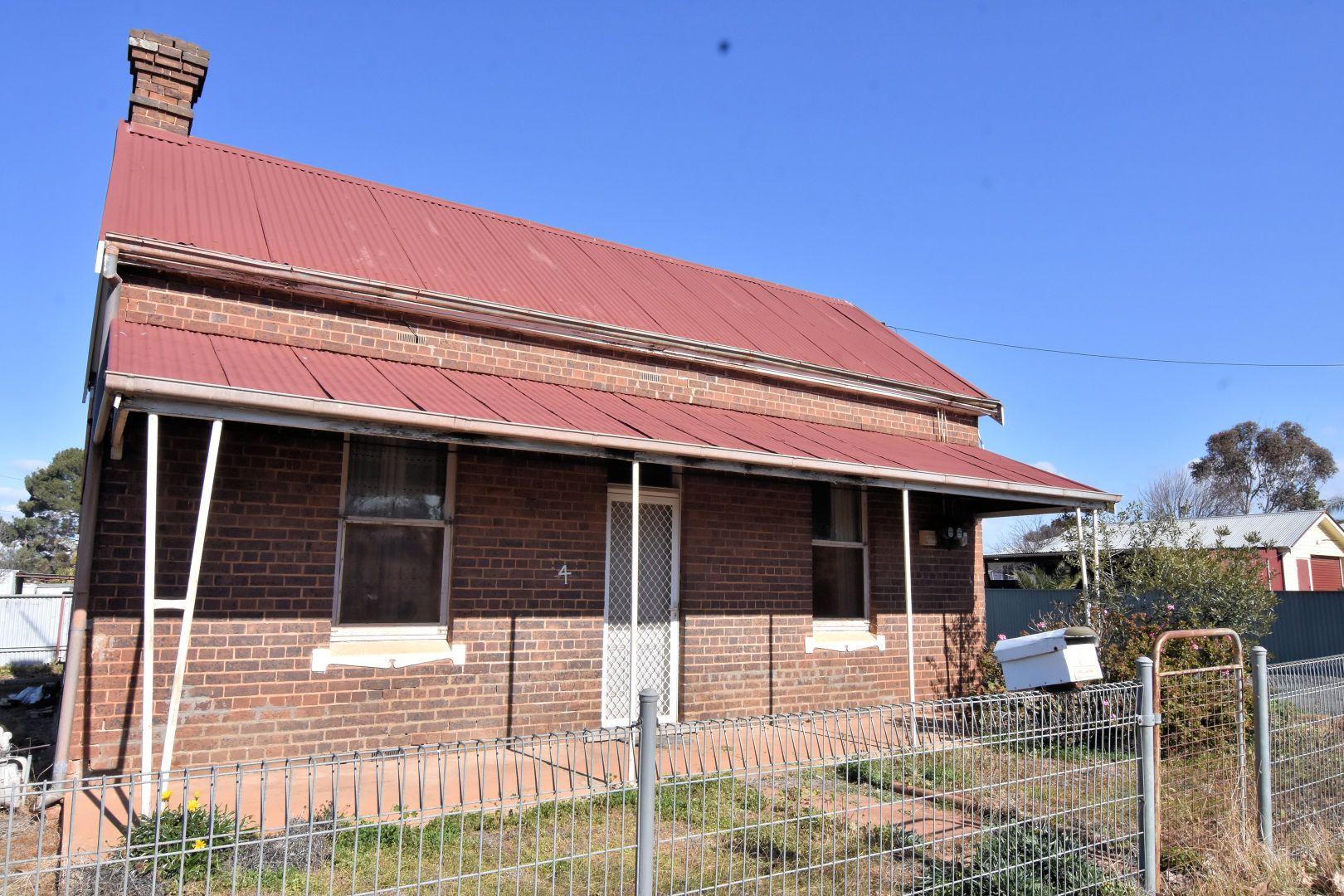 4 VICTORIA STREET, Temora NSW 2666, Image 2