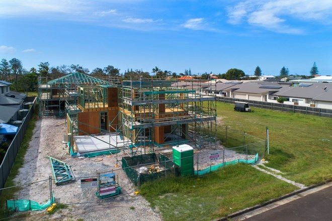 Picture of 1/12 Megan Crescent, LENNOX HEAD NSW 2478