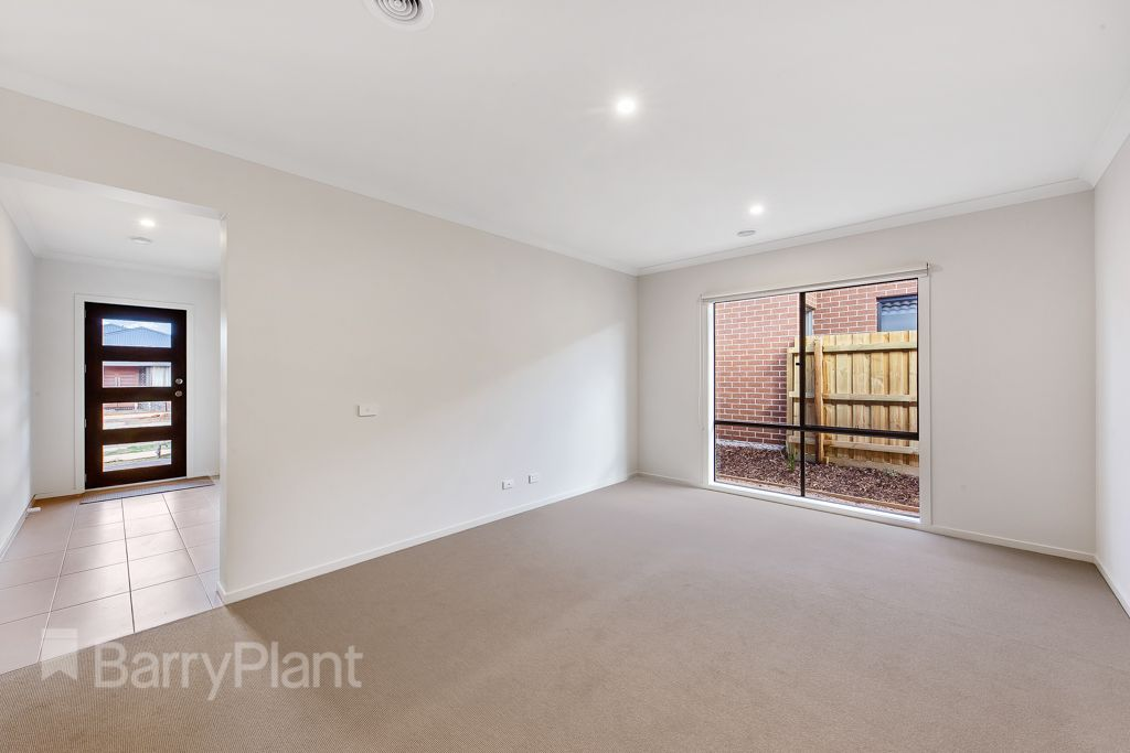9 Fowler  Place, Aintree VIC 3336, Image 2