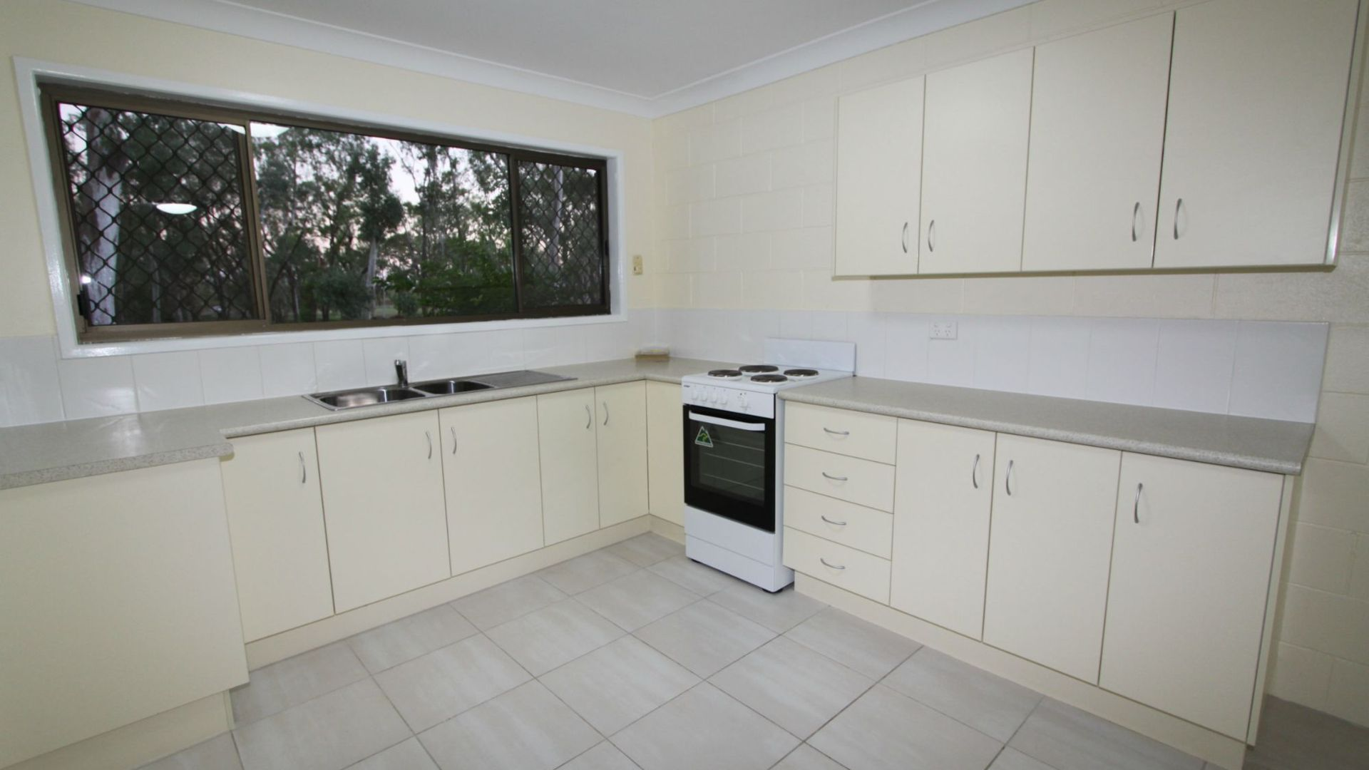 2/7 Snell Street, Koongal QLD 4701, Image 1