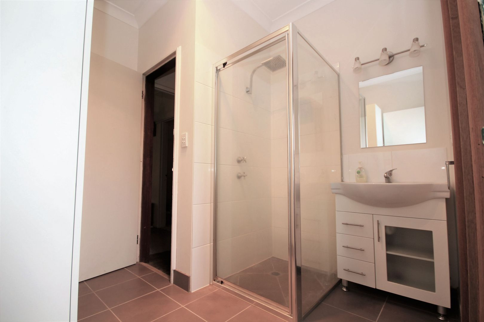 16 Macquarie Street, Mount Austin NSW 2650, Image 2