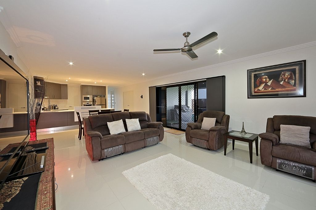 11 Starfish Crescent, Bargara QLD 4670, Image 2