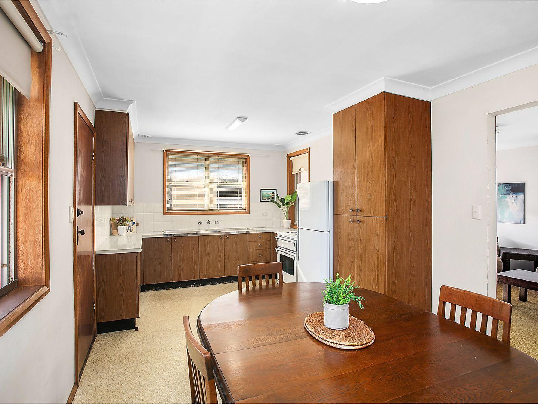 19 Currawong Street, Blue Bay NSW 2261, Image 2