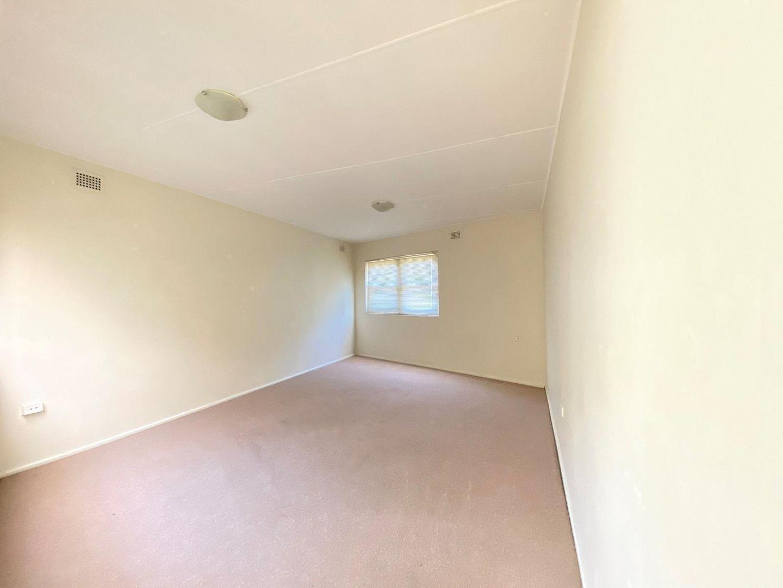 1/126 Gladstone Avenue, Coniston NSW 2500, Image 2