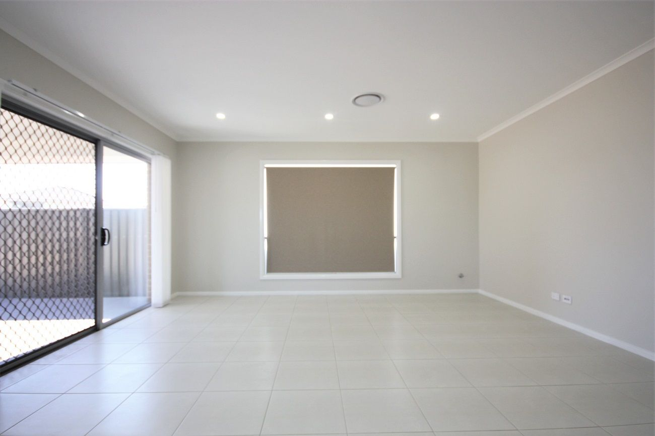 8 Gale Street, Oran Park NSW 2570, Image 2
