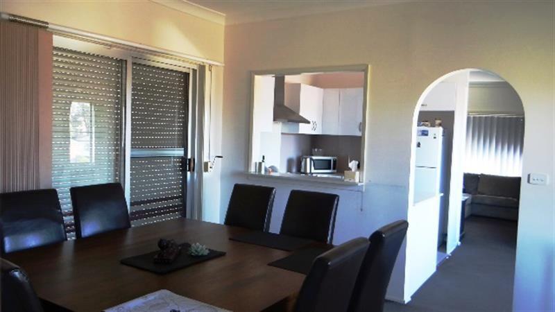32 Mirrabooka Road, Lake Heights NSW 2502, Image 1