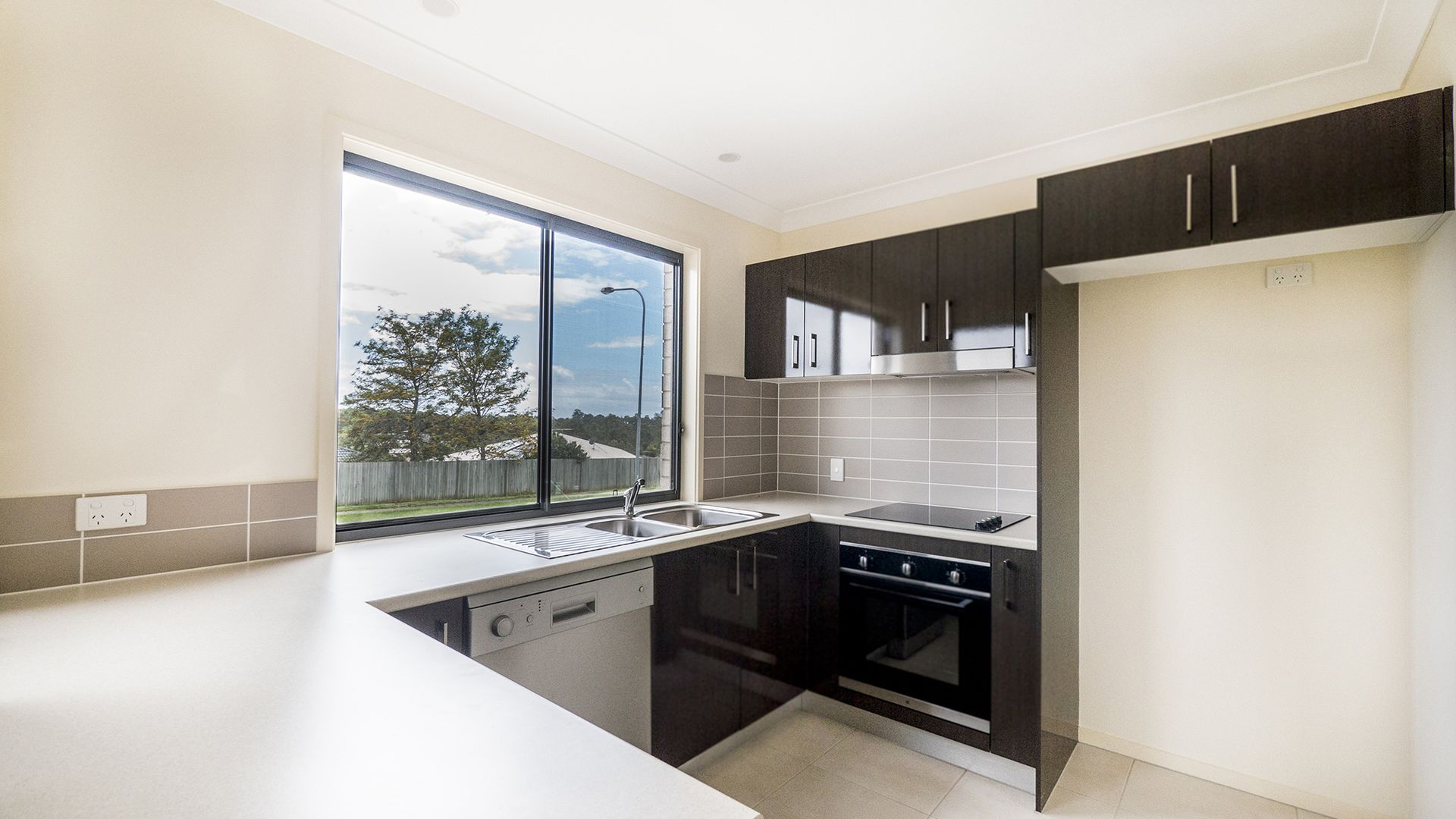 3 WEEKS RENT FREE, Kallangur QLD 4503, Image 2