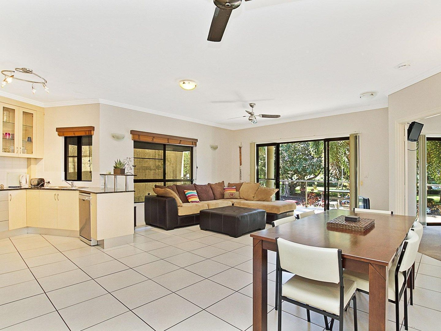 2/22 The Strand, North Ward QLD 4810, Image 0
