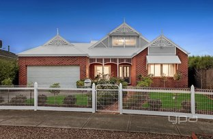 Picture of 9 Dobell Crescent, Caroline Springs VIC 3023