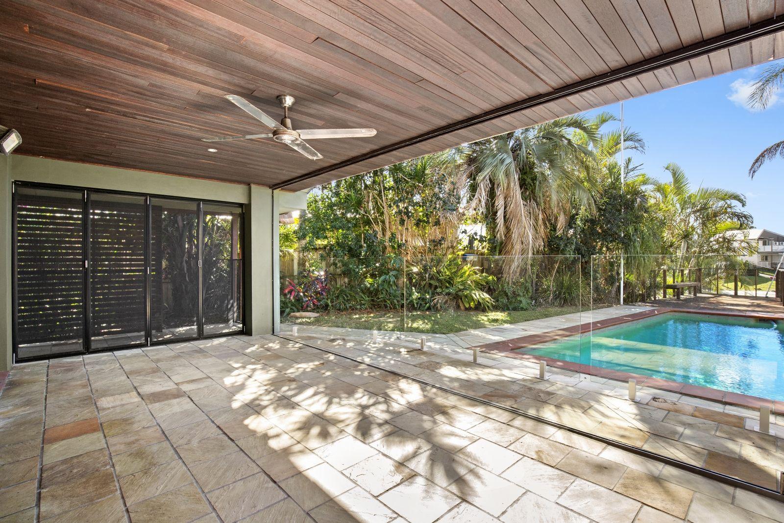 2 Seaforth Avenue, Broadbeach Waters QLD 4218, Image 2