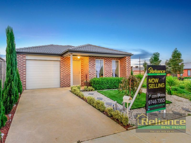 4 Amble Way, Melton South VIC 3338, Image 0