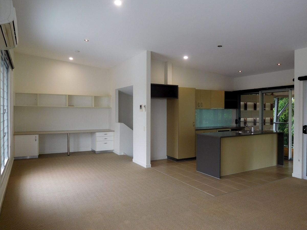 2/1 Hussar Ct, Woodgate QLD 4660, Image 2