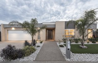 4 Murray Place, Taylors Hill VIC 3037