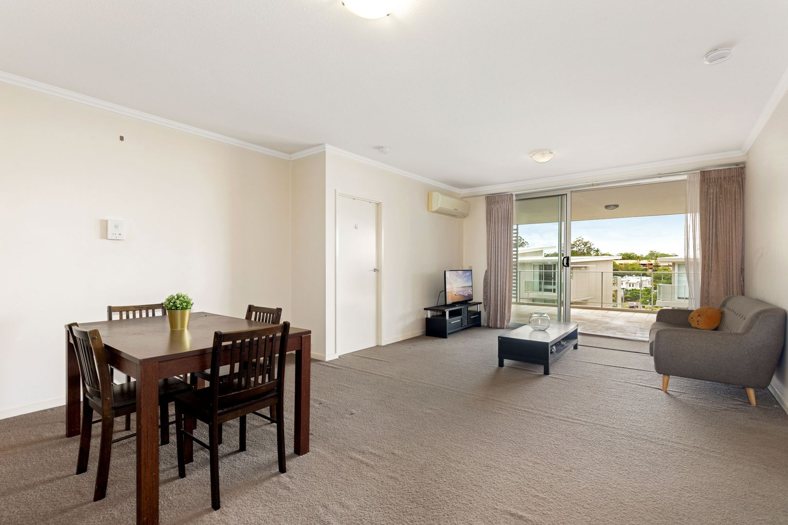 26/95 Clarence Road, Indooroopilly QLD 4068, Image 2