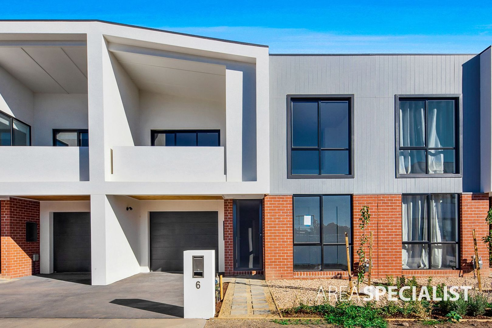 6 Montgomery Court, St Albans VIC 3021 - Townhouse For