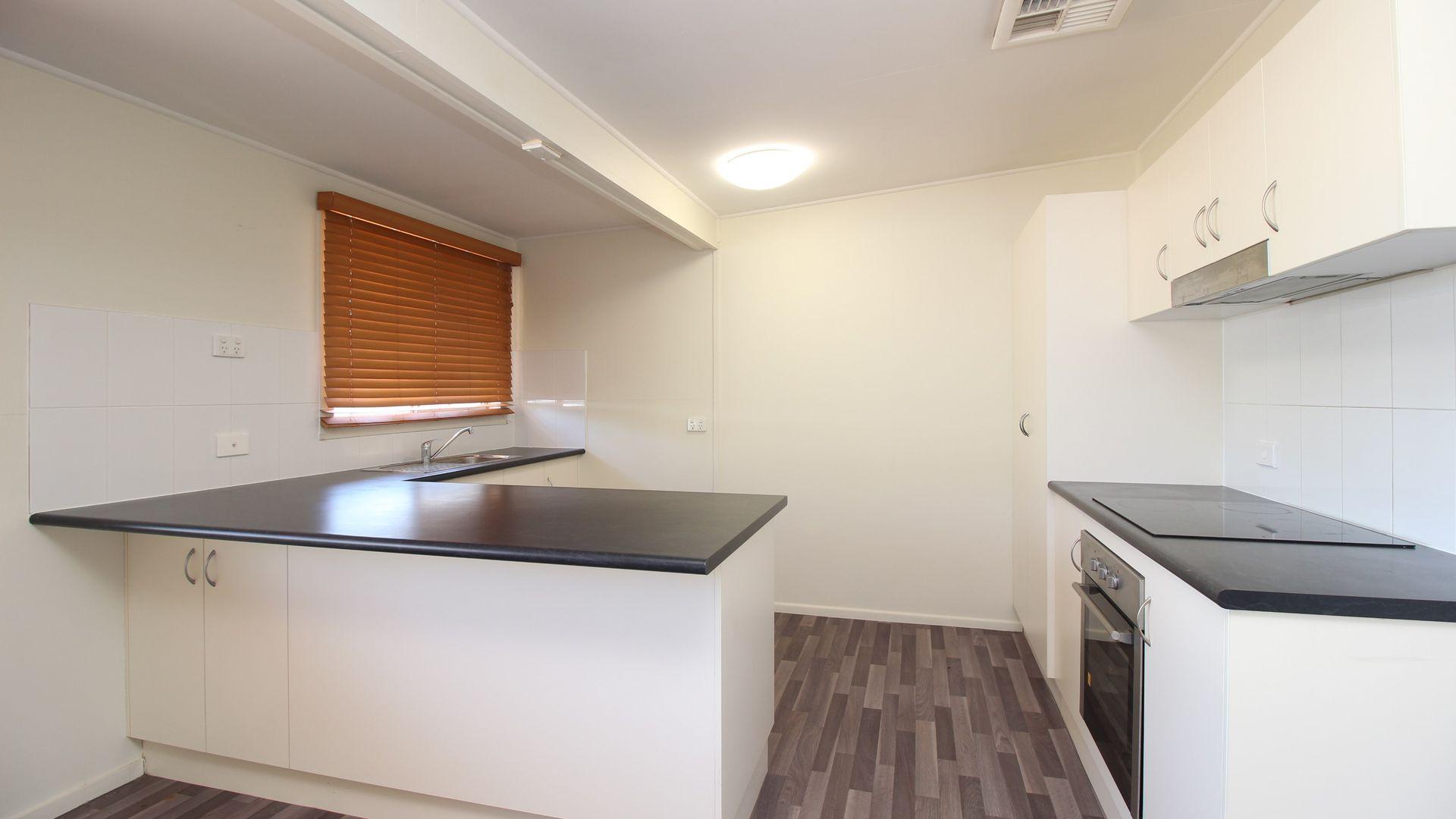 11 Caprice Court, Emerald QLD 4720, Image 2