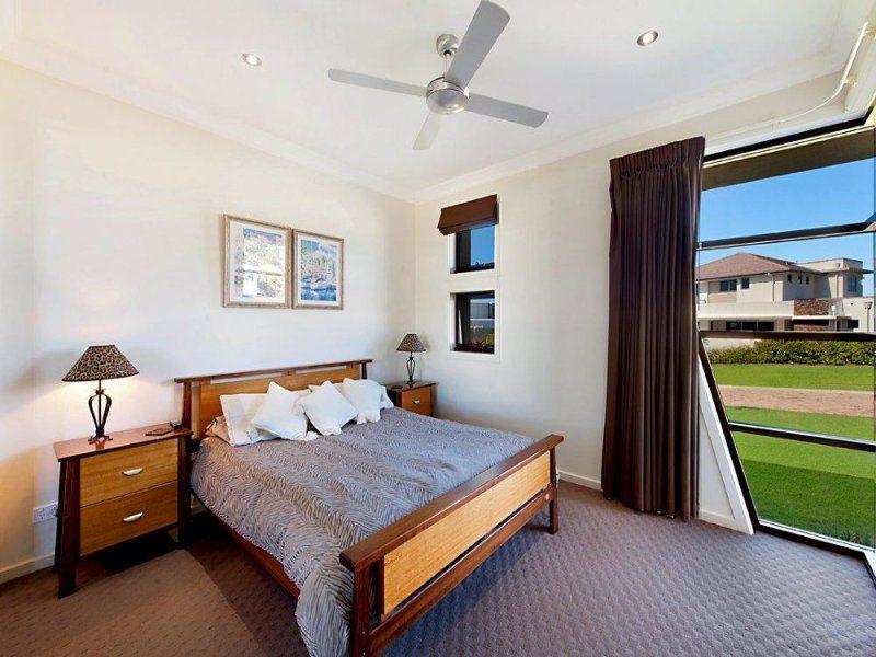 3002 Hillside Walk, Sanctuary Cove QLD 4212, Image 2