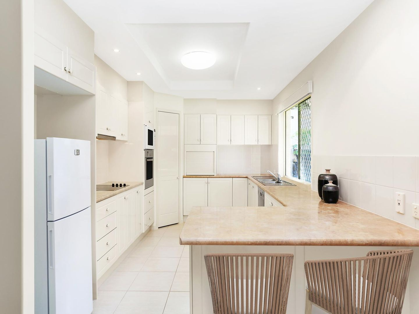 47 Armstrong Way, Highland Park QLD 4211, Image 2